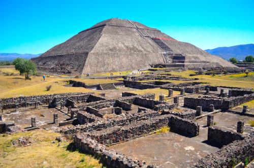 テオティワカン遺跡のピラミッド