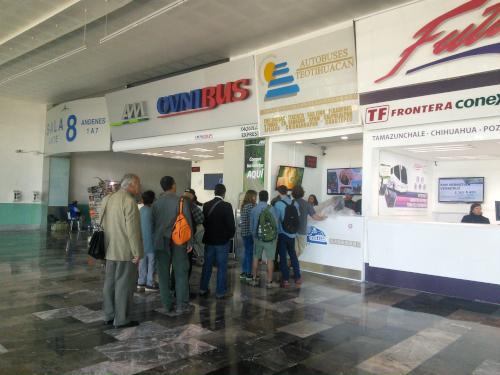 テオティワカン遺跡行きのバス会社のチケット売り場