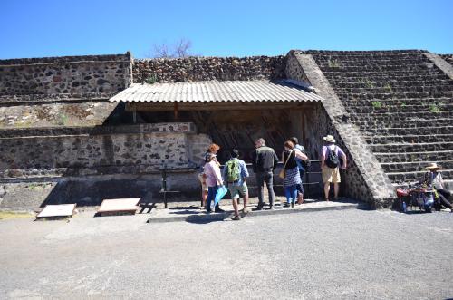 テオティワカン遺跡の死者の道のジャガーの絵