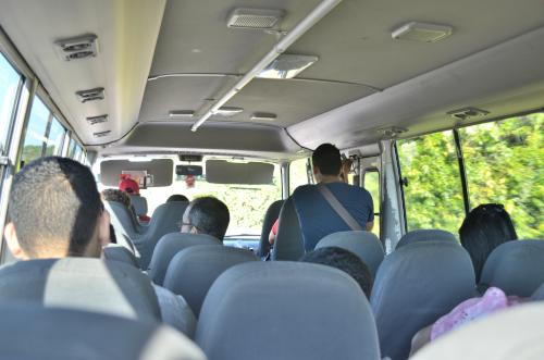 コスタリカ国境に向かうパナマのローカルバス