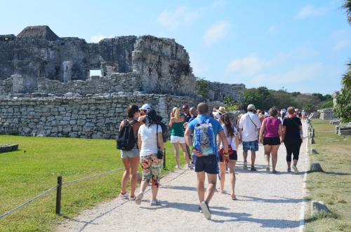 トゥルム遺跡の欧米人旅行者の目的地