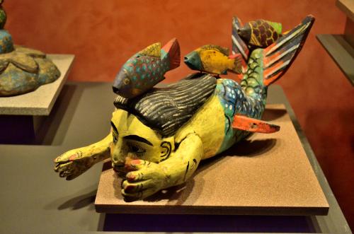 メキシコ国立人類学博物館の展示物人魚と魚