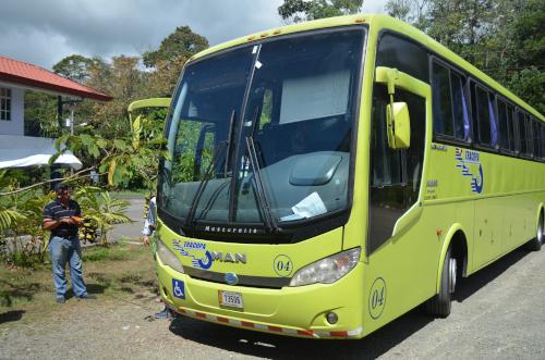 コスタリカを走るTICA BUS