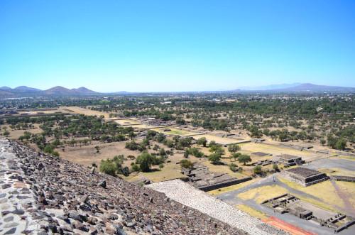 太陽のピラミッドの頂上からの眺め