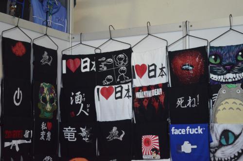 海外で売っていた日本語のTシャツ