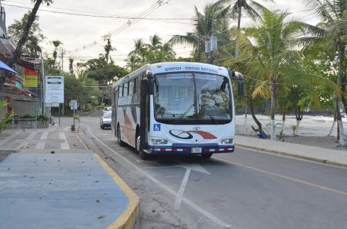 ケポス・マヌエル・アントニオ間の路線バス