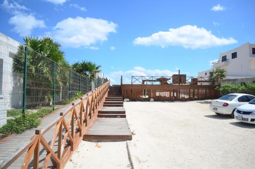 カンクンのホテル地区のパブリックビーチに行く道