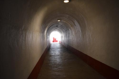 闘牛場へ続くトンネル