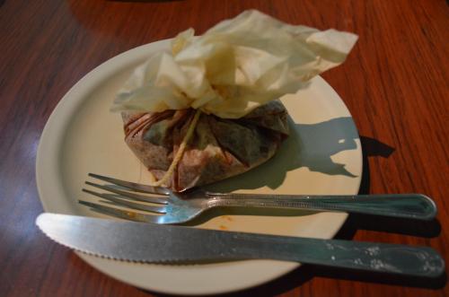 牛肉煮込みの紙包み