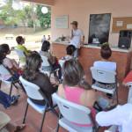 パナマの首都で「家庭菜園でできる空心菜の袋栽培」を実演した