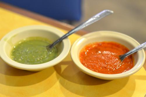 赤色と緑色の2色の激辛サルサ