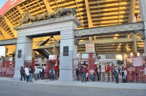 メキシコシティのプラサ・メヒコの入り口