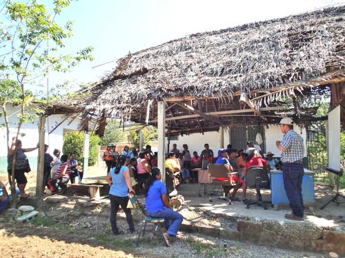 農牧省の小屋で会議
