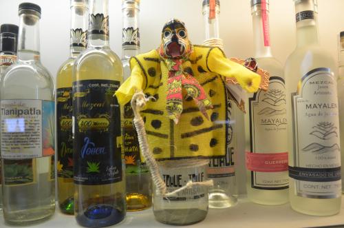 民族衣装のボトル