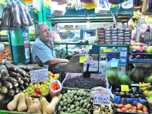 コスタリカのサンホセの市場の八百屋