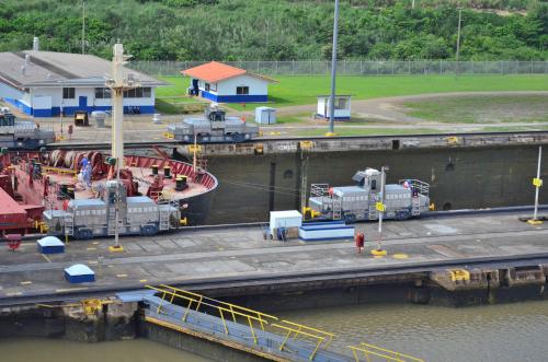 パナマ運河ミラフローレス閘門のモノレール