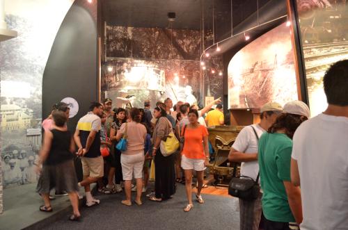 パナマ運河博物館の見学者