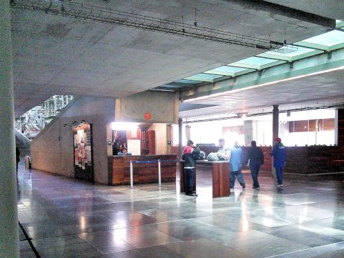 バスコンセロス図書館のクロークルーム