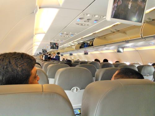インテルジェットの飛行機の中の写真