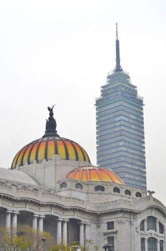ベジャス・アルテス宮殿とラテンタワー