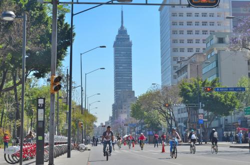ラテンタワーと自転車