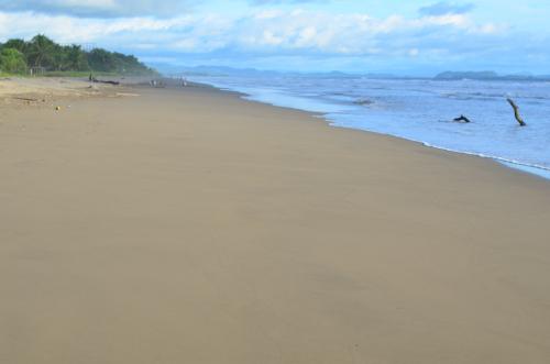 12キロも続くラスラハスの海岸