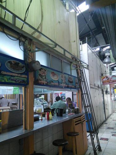 中央市場の二階建て厨房