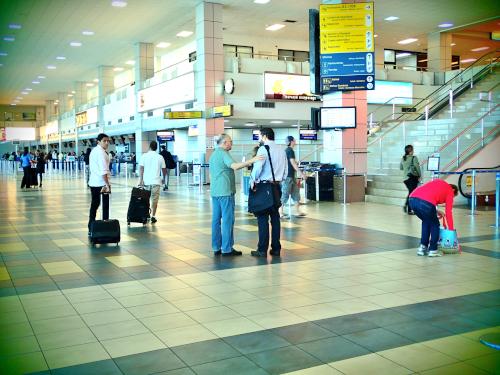 トクーメン空港