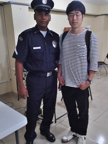 警察官と記念撮影