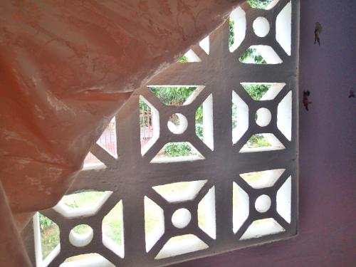 部屋の窓代わりの穴