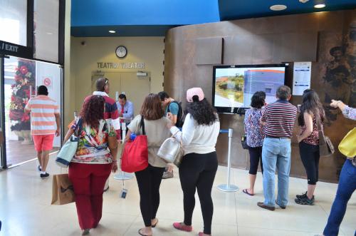 パナマ運河ミラフローレス閘門の映画館