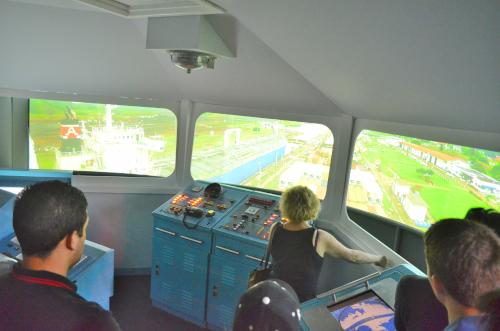 パナマ運河を通過する船の船長体験