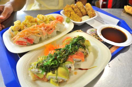 豪華な巻き寿司チェーン店のメニュー