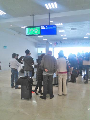 空港の荷物ターンテーブル