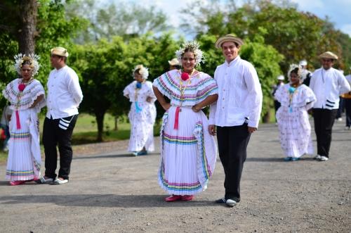 パナマの伝統衣装の男女