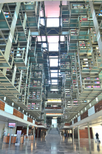 メキシコシティのバスコンセロス図書館の入り口近く