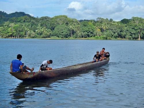 エンベラ族の船