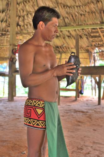 エンベラ族の歴史を説明する村長