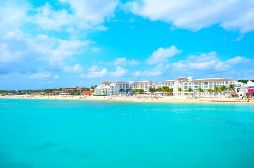 プラヤデルカルメンの青いビーチ