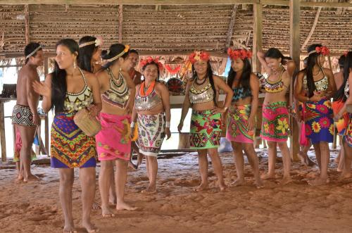 エンベラ族の女性たち