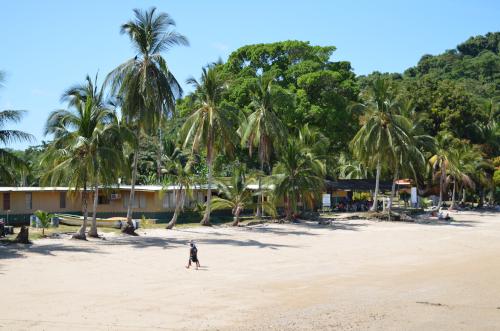 コイバ島の施設