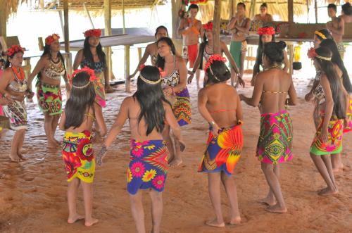 エンベラ族の伝統的なダンス