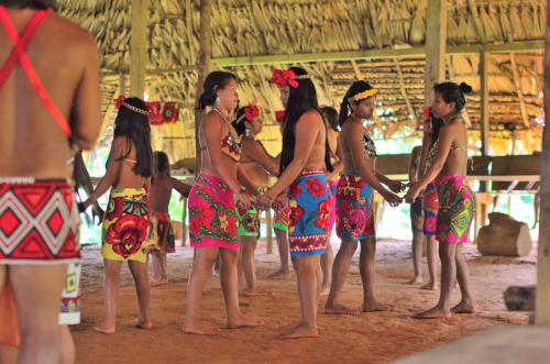 エンベラ族のダンス
