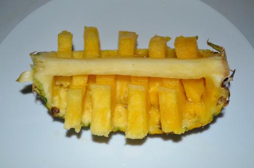 交互に飛び出たパイナップル
