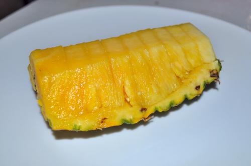 超簡単なパイナップルの切り方