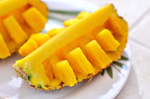 パーティでモテるパイナップルの切り方