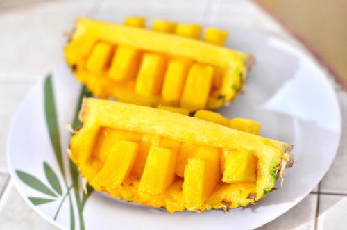 おしゃれなパイナップルの切り方