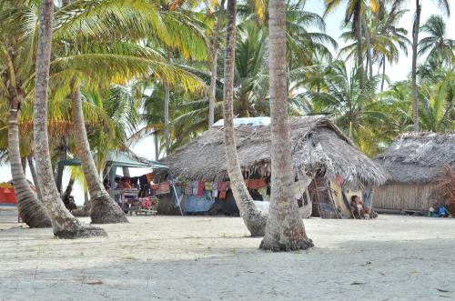 サンブラス諸島の小屋