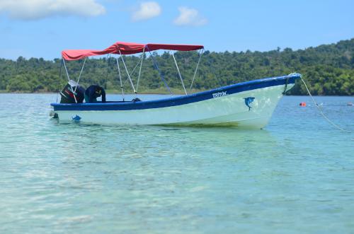 コイバ島へのボート