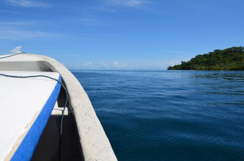 サーフボードを持って島へ行く
